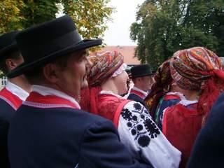 Strój wilanowski z pięknym haftem